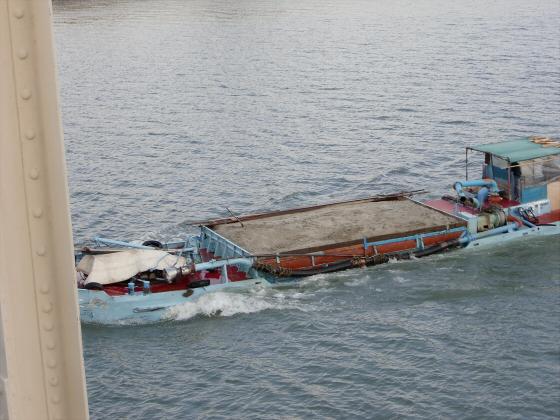 城東貨物赤川橋梁2013-12