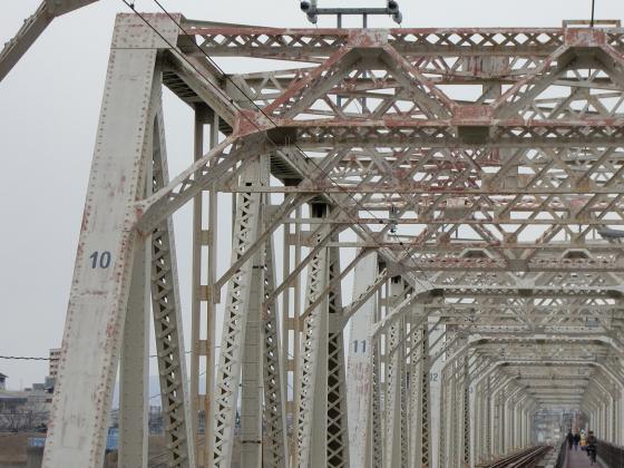 城東貨物赤川橋梁2013-32