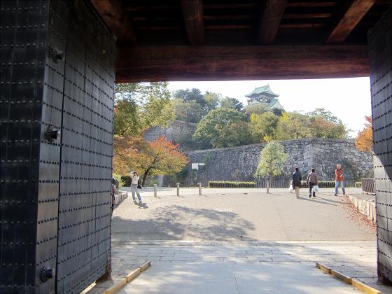 青い大阪城2011_04