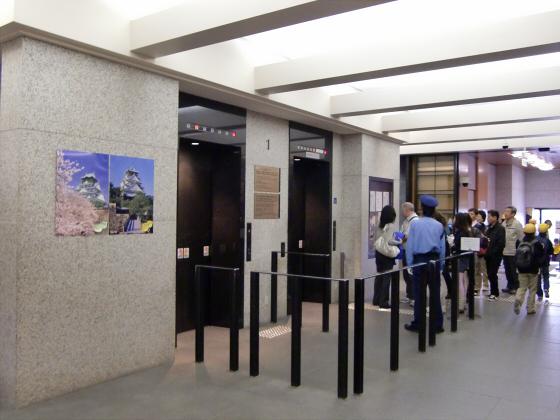 青い大阪城2011_12