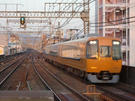 今里駅にて近鉄しまかぜ02