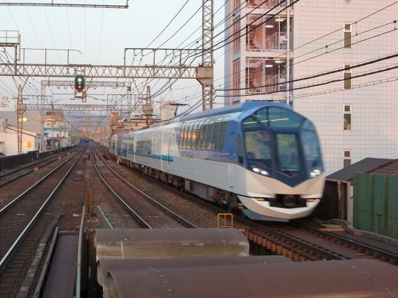 今里駅にて近鉄しまかぜ03