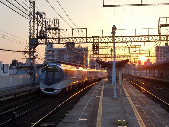 今里駅にて近鉄しまかぜ04