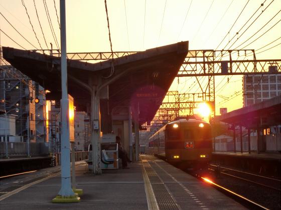 今里駅にて近鉄しまかぜ05