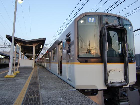 今里駅にて近鉄しまかぜ15