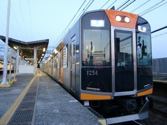 今里駅にて近鉄しまかぜ19