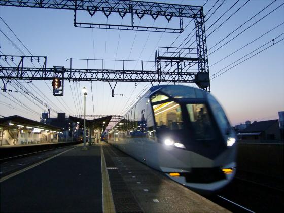 今里駅にて近鉄しまかぜ22