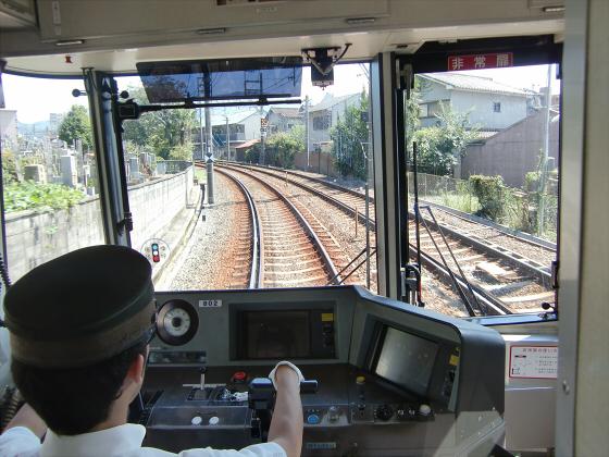 京阪電車の運転席裏から01