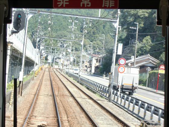 京阪電車の運転席裏から09