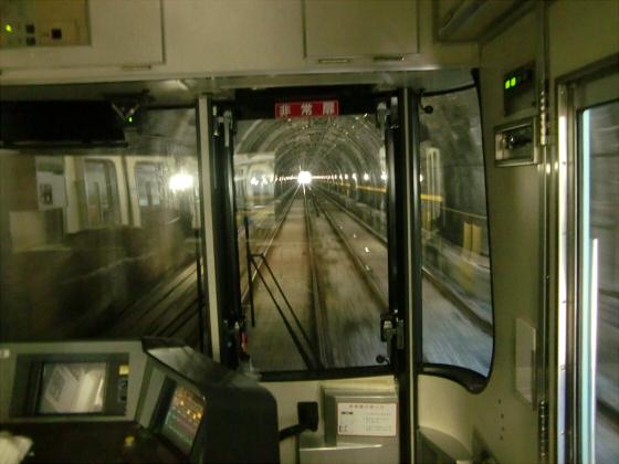 京阪電車の運転席裏から10