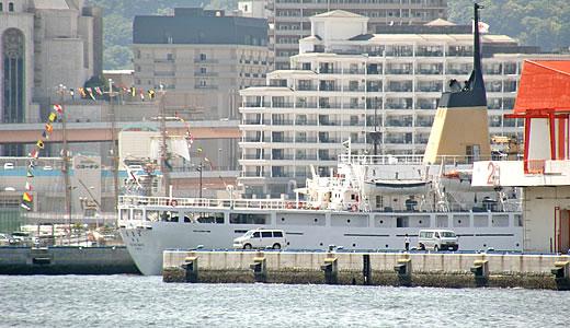 色んな練習船が入港した神戸港