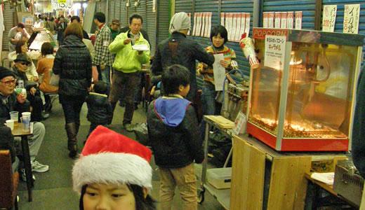 闇市の雰囲気復活か、尼崎横丁のクリスマス-1