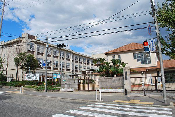 住吉小学校です