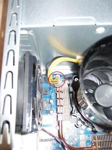 8ピンCPU補助電源コネクタ