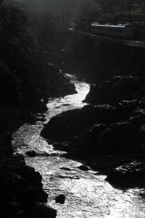 12.12.26 逆光の川代峡谷を行く 丹波大山~下滝