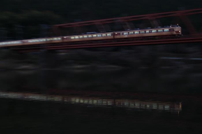 13.03.11 夕闇を往く 船岡~日吉 17-35F2.8L