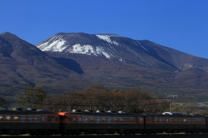 13.04.28 浅間山を背景に最後の力走 御代田~平原 C-PL tr 70-300F4-5.6L