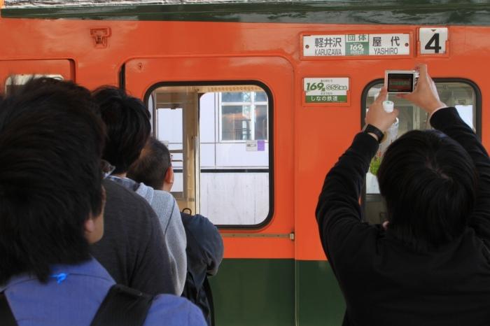 13.04.28 並ぶ人と撮る人 軽井沢 17-35F4-5.6L
