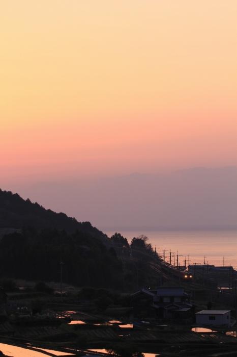 13.04.25 夜明けと共に 北小松~近江高島 113 70-300F4-5.6L