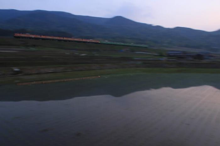 13.05.05 早朝の鵜川を行く 113C10 北小松~近江高島 tr 17-35F2.8L