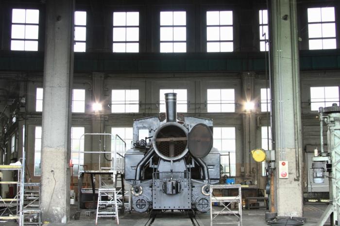 13.05.19 扇形機関庫での休憩 B20-10 梅小路蒸気機関車館 28-135F3.5-5.6