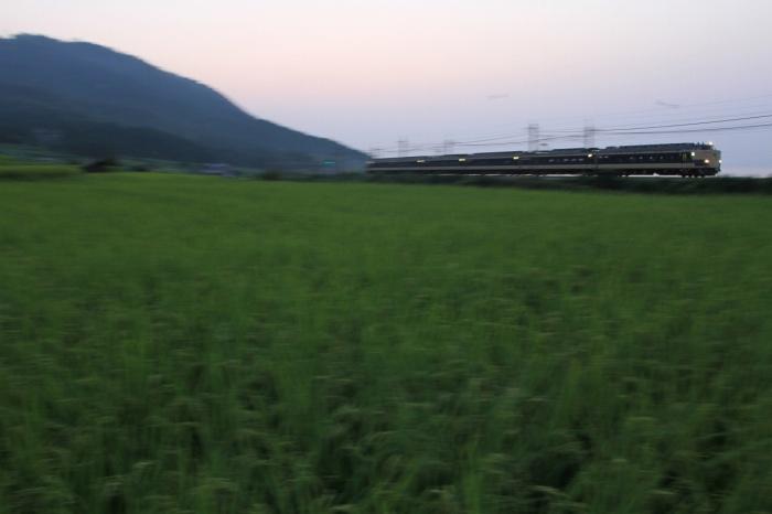 13.08.14 鵜川の夜明けと583系 北小松~近江高島 17-35f2.8L