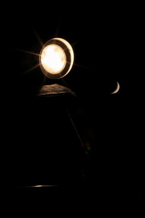 13.08.11 月とヘッドライト おごと温泉 70-300f4-5.6L