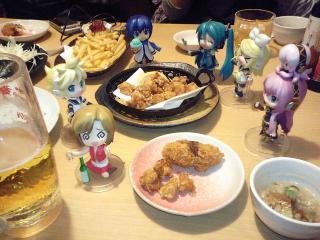 五井駅前の居酒屋で、みんなで会食なう♪