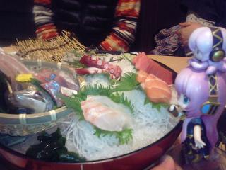 さらに居酒屋なう♪ ルカ:「来ました来ました!! 海鮮五種盛りです♪」
