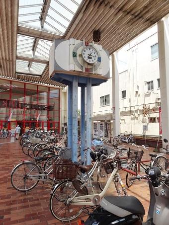 ドンキホーテ桐生店前の時計