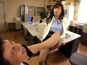 ドS美人秘書のM男社員調教!高速亀頭責め手コキ!藤崎クロエ