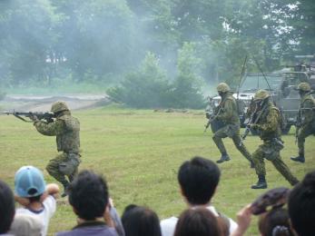 P1010518戦闘訓練展示