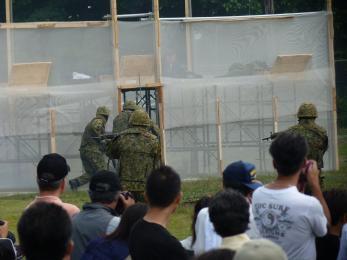 P1010528戦闘訓練展示