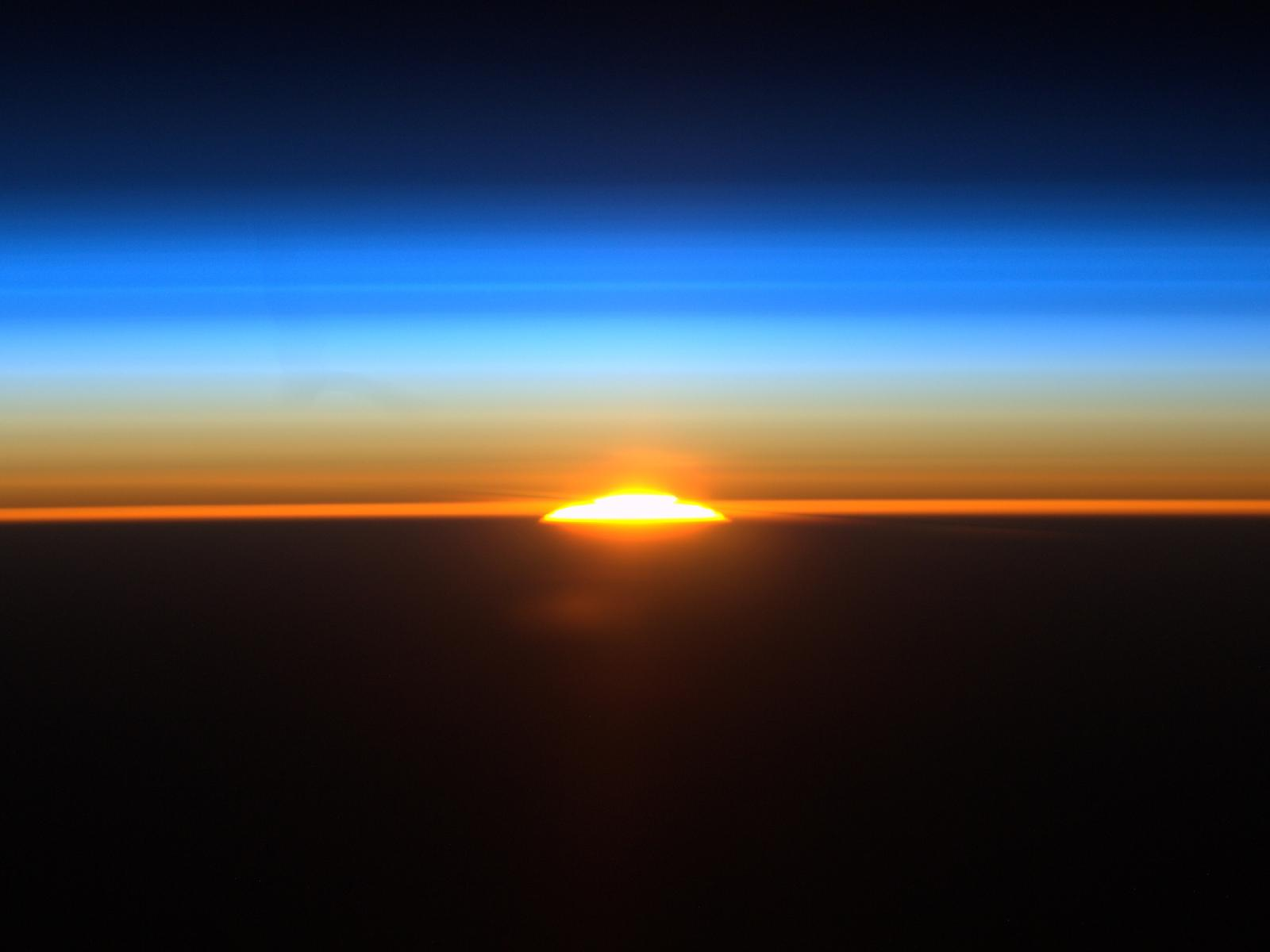 582751main_sunrise_from_iss-4x3_1600-1200.jpg