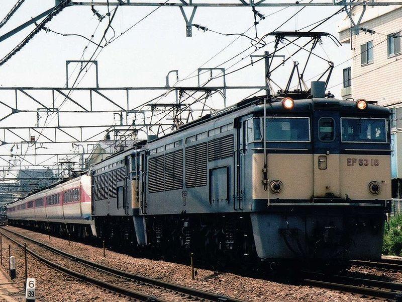 800px-JRE-EF6316-JRW-EC489-Hakusan.jpg