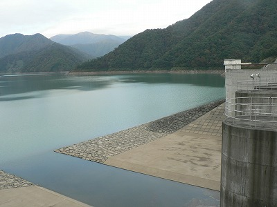 徳山ダム湖です。黒部ダム2億トンの3倍以上です。