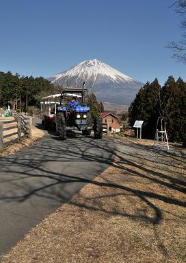トラクターバスと富士山