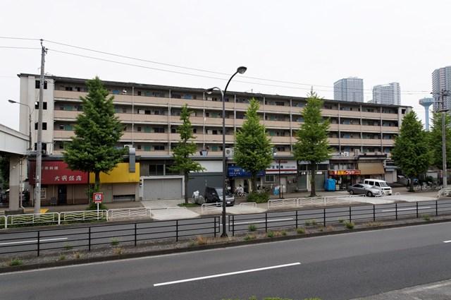 都営辰巳一丁目アパートの商店付き中層棟