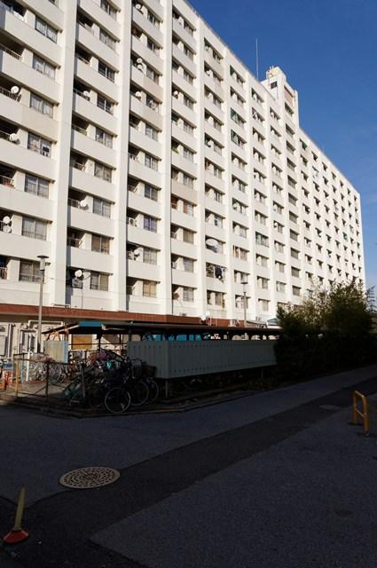 都営辰巳一丁目アパート2号給水塔付近の高層棟