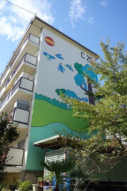公団寝屋川団地の木と小鳥壁画