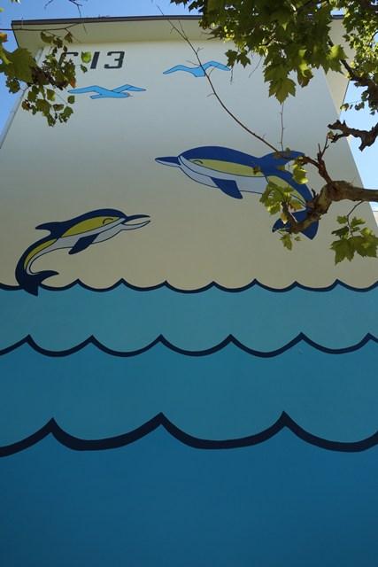 公団寝屋川団地のイルカ壁画