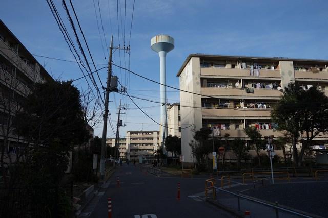 都営辰巳一丁目アパート給水塔3号と住棟