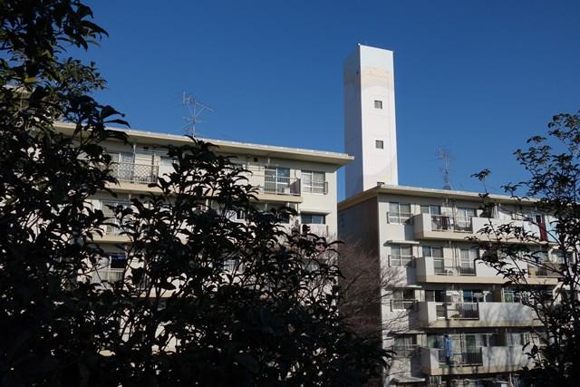 公団宮向団地の住棟と給水塔その1