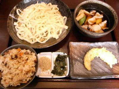 武蔵野うどん じんこ(肉ネギつけうどん・かやくセット¥800)