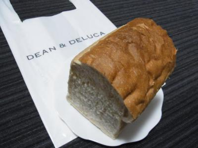 DEAN&DELUCA HOME KITCHEN(全粒粉ブレッド1¥300)
