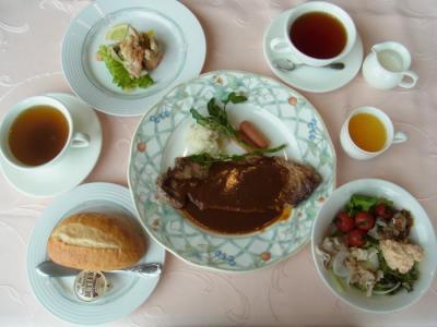 SKY CARROT(おすすめサービスステーキ(オードブル・牛ステーキ・サラダバー・スープ・パン又はライス・コーヒー又は紅茶)¥1800)