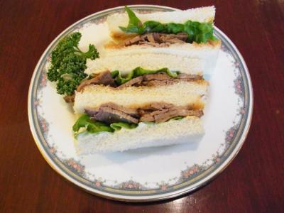 Benois(Afternoon Tea Set(下段・サンドイッチローストビーフ))