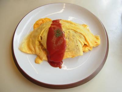 egg nog(チキンとチーズのオムライス(ケチャップ)¥760)