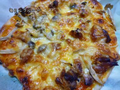 鶏チャーシューとしめじのピザ