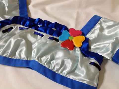 フレッシュプリキュアベリー衣装とクローバーバッジ